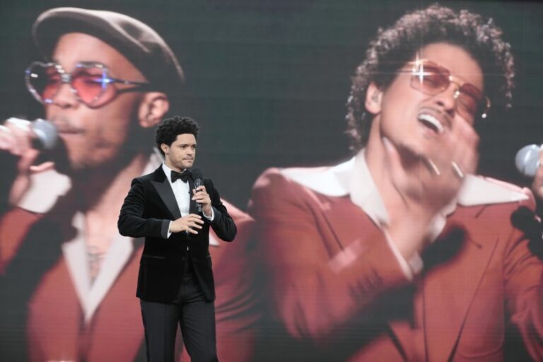 Bruno Mars shields himself against social apportionment allegations